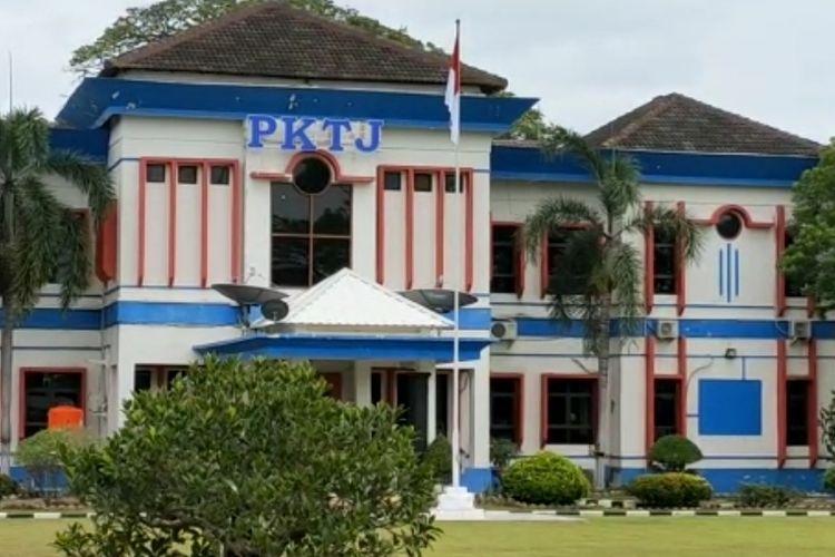 Kampus PKTJ Tegal di Jalan Petintis Kemerdekaan Kota Tegal, Jawa Tengah