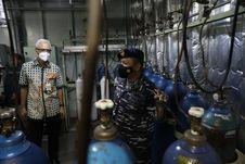 KRI Dr Soeharso-990 Bantu Pasokan Oksigen Jateng, Ganjar: Kami Prioritaskan untuk RS di Semarang Raya