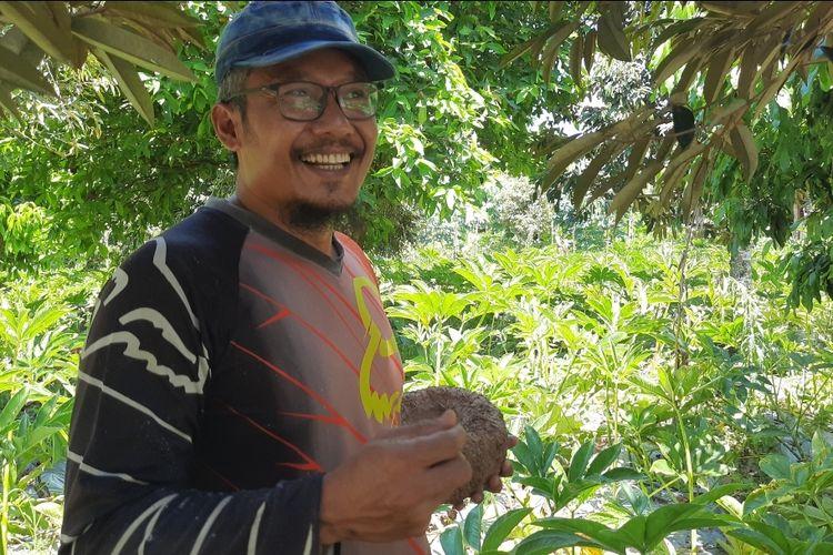 Heriyanto, petani Porang asal Blora yang berencana menambah 5 hektar tanaman porang ditemui di kebun Porang miliknya di Desa Karangjong, Ngawen, Blora, Sabtu (17/4/2021)