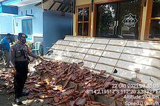 Dampak Gempa Malang, Kanopi Mushala Ambruk dan Plafon Sebuah Kantor Desa di Blitar Rusak