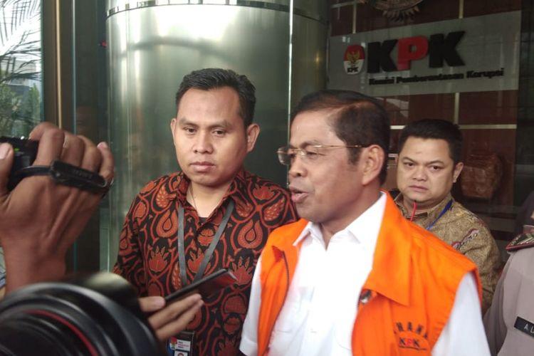 Tersangka kasus dugaan suap terkait kesepakatan kontrak kerja sama pembangunan PLTU Riau-1 di Provinsi Riau, Idrus Marham di KPK, Jakarta, Rabu (19/9/2018)