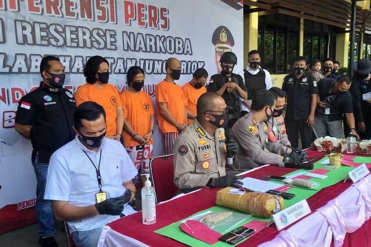 Jumpa pers terkait penangkapan drummer J-Rocks, Anton Rudi Kelces, di Polres Metro Pelabuhan Tanjung Priok pada Sabtu (22/8/2020)