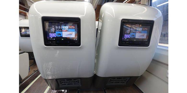 Layar touchscreen di gerbong KA Luxury 2