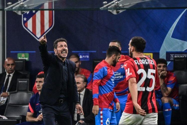 Pelatih Atletico Madrid Diego Simeone melayangkan pujian kepada AC Milan seusai pertemuan kedua tim pada laga Grup B Liga Champions, Rabu (29/9/2021) dini hari WIB.