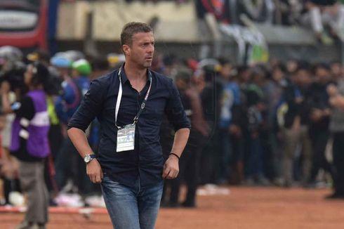Kalah di Kandang, Oknum Suporter Persib Serang Pelatih