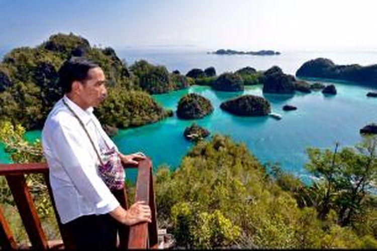 Presiden Joko Widodo saat berkunjung ke Pulau Pianemo, Raja Ampat