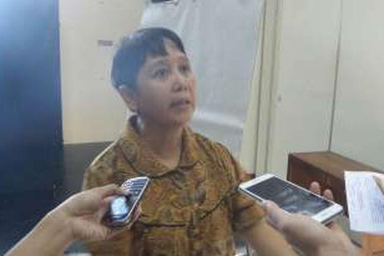 Ida Zubaidah, warga eks Gafatar, saat memberikan keterangan di kantor LBH Jakarta, Rabu (8/6/2016), terkait kekerasan yang ia alami saat evakuasi paksa dari Kalimantan pada awal Januari 2016 lalu.