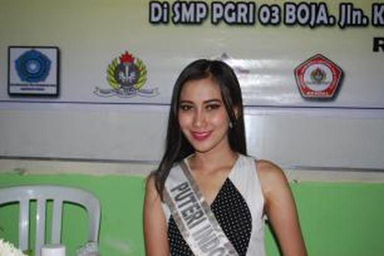 Putri Indonesia Jawa Tengah, RahmiWijiharti saat bertandang ke Kendal, Jawa Tengah, Rabu (18/6/2014).