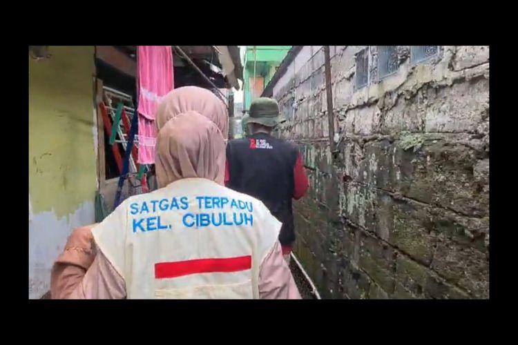 Satgas Terpadu Kelurahan Cibuluh, Bogor Utara, Kota Bogor, lakukan jemput bola Vaksinasi Keliling, Sabtu (10/7/2021). / dok. Polresta Bogor Kota