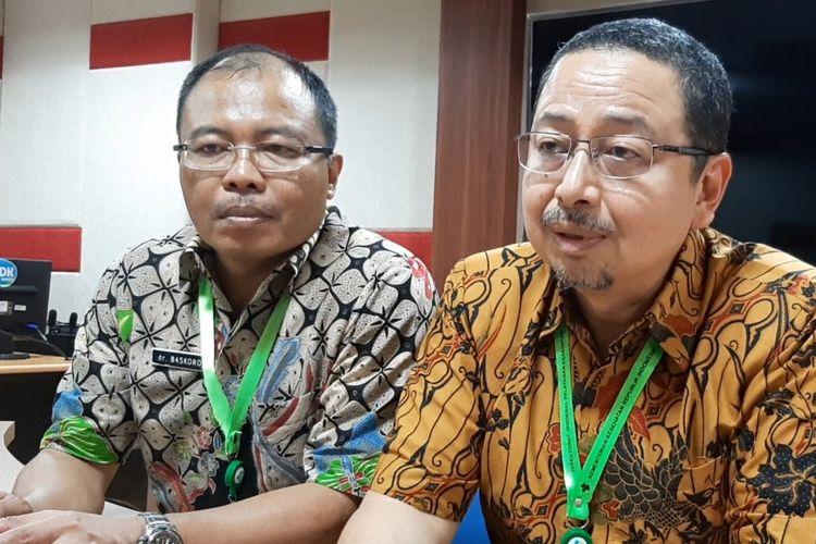 Direktur Medik dan Keperawatan RSUP Kariadi Semarang Agoes Oerip Poerwoko (kanan) dan Kepala Bidang Pelayanan Medik RSUP Kariadi Semarang Nurdopo Baskoro di RSUP Kariadi Semarang, Selasa (25/2/2020).
