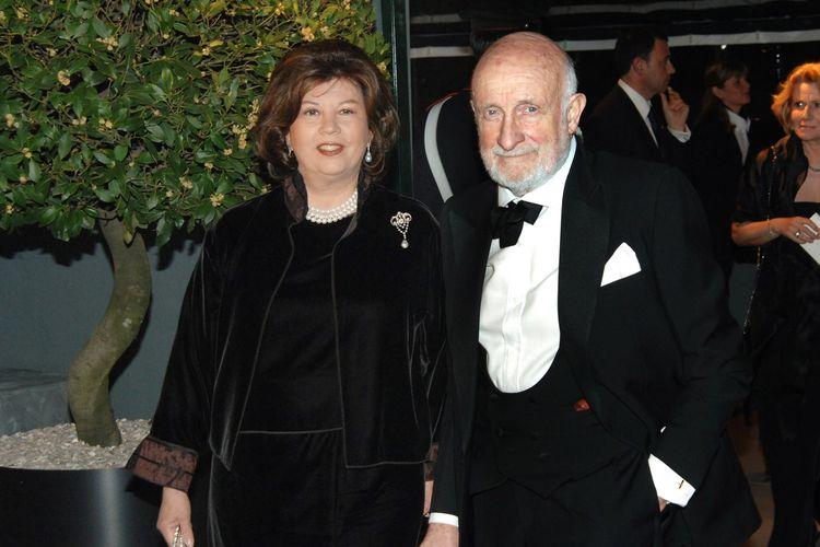 Arsitek kenamaan Italia, Vittorio Gregotti, dan istrinya menghadiri perayaan Palazzo Grassi yang dibeli dan direnovasi pengusaha Perancis Francois Pinault pada 29 April 2006. Dia dilaporkan meninggal di usia 92 tahun setelah sebelumnya terinfeksi virus corona.