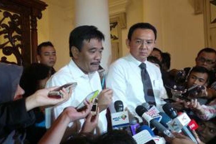 Gubernur DKI Jakarta Basuki Tjahaja Purnama (kanan) bersama Wakil Gubernur DKI Jakarta Djarot Saiful Hidayat (kiri), di Balaikota, Senin (12/1/2015).