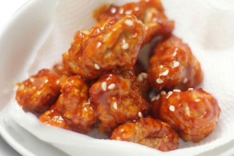 dalam satu porsi Gochu Chickin di Cooking Oppa terdapat potongan ayam goreng tepung tanpa tulang dengan kentang goreng dengan saus yang bisa dipilih sesuai selera. Gochu berarti sausnya memiliki cita rasa pedas