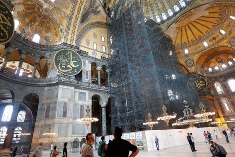 Hagia Sophia atau Ayasofya merupakan bangunan yang paling banyak dikunjungi wisatawan di Turki.