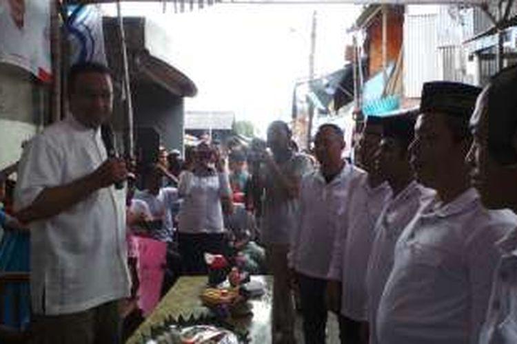 Calon gubernur DKI Jakarta Anies Baswedan saat berkampanye ke kawasan Koja, Jakarta Utara, Selasa (27/12/2016). Dia mendapat dukungan dari Komunitas Kuningan.
