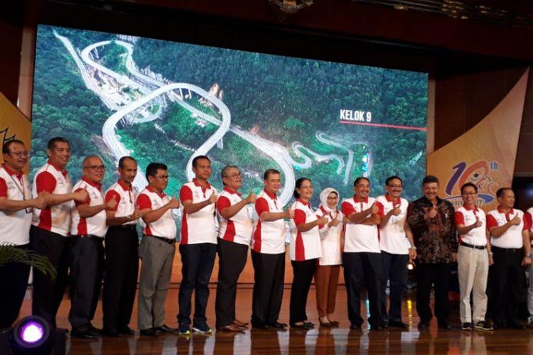 Acara peluncuran Tour de Singkarak 2018 oleh Menteri Pariwisata Arief Yahya, Wakil Gubernur Sumatera Barat Nasrul Abit, dan jajaran kepala daerah se-Provinsi Sumbar di Kantor Kementerian Pariwisata, Jakarta, Senin (22/10/2018).
