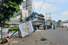 Insiden Baliho dan Tiang di Tangsel Ambruk Saat Bus Transjakarta Melintas Terekam CCTV