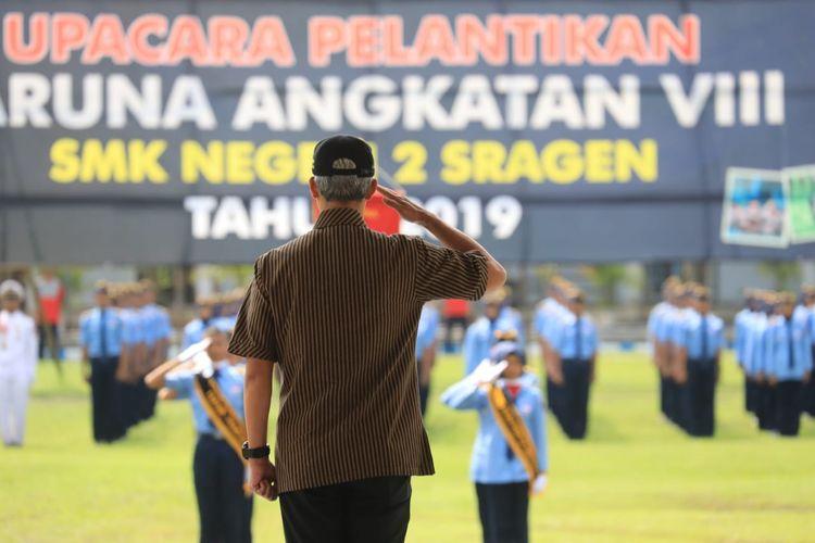 Gubernur Jawa Tengah Ganjar Pranowo menjadi inspektur upacara dalam Pelantikan Taruna Angkatan VIII SMKN 2 Sragen, Selasa (30/4/2019).