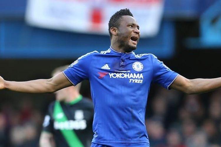 Gelandang Chelsea, John Obi Mikel atau kini Mikel John Obi, bereaksi pada laga kontra Stoke City di Stadion Stamford Bridge, 5 Maret 2015.
