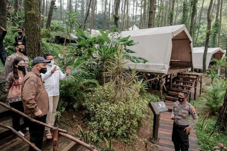 Menparekraf Sandiaga Uno saat berkunjung ke Glamping de Loano di Purworejo, Jawa Tengah yang merupakan bagian destinasi super prioritas Borobudur.