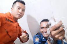 Petugas Damkar Evakuasi Kucing Terjebak di Saluran Air Pipa, 10 Personel Dikerahkan