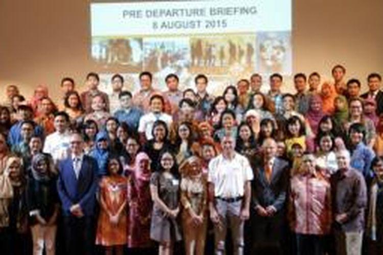Tahun ini sebanyak 97 mahasiswa Indonesia akan melanjutkan ke jenjang master dan 100 mahasiswa akan mengikuti course di Belanda. Para mahasiswa penerima beasiswa itu akan berangkat ke Belanda pada 10 September 2015 mendatang.