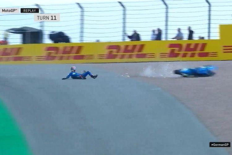 Alex Rins terjatuh saat berada di posisi kedua pada GP Sachsenring 2019.