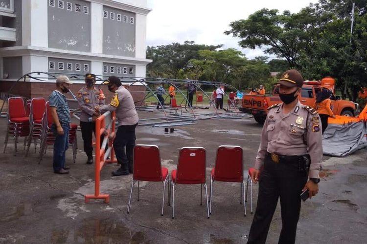 Polisi membubarkan paksa pesta anak pejabat di Limapuluh Kota, Sumatera Barat, Sabtu (21/11/2020)