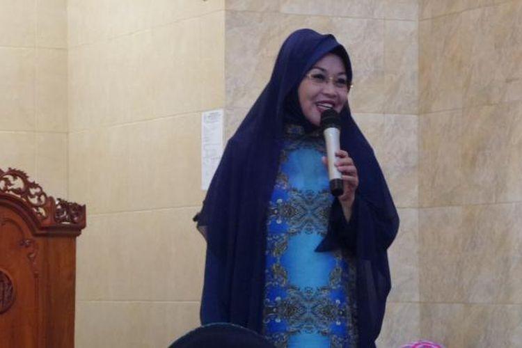Calon wakil gubernur DKI Jakarta nomor pemilihan satu, Sylviana Murni, menghadiri pertemuan dengan warga di Masjid Nurul Amaliyyah di Kalibata, Jakarta Selatan, Jumat (3/2/2017) siang.