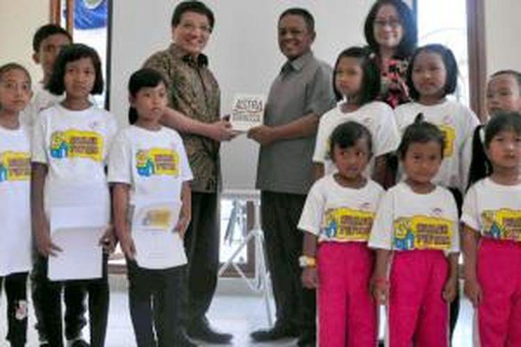 Penyerahan sekolah bantuan dari Astra International di Pacitan.
