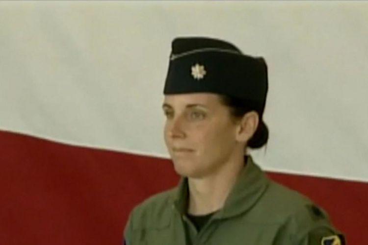 Martha McSally ketika masih menjabat sebagai pilot perempuan jet tempur pertama AS. Dia mengaku diperkosa atasannya.