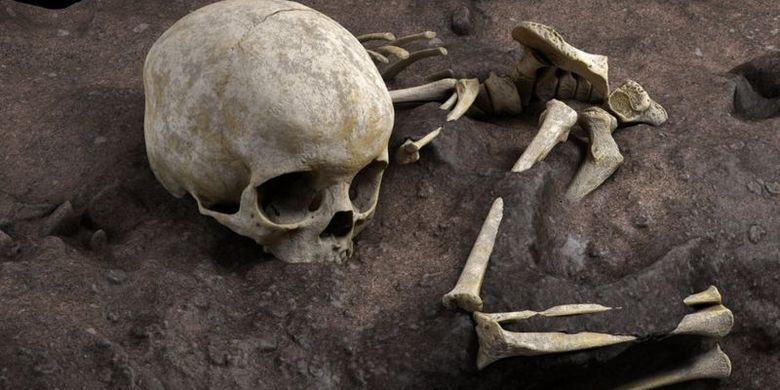 Rangka bocah tiga tahun di makam tertua Afrika. Para ilmuwan melapisi seluruh kuburan dengan plester untuk mempertahankan susunan tulang.