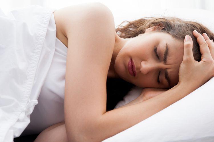 Ilustrasi sakit kepala saat bangun pagi.
