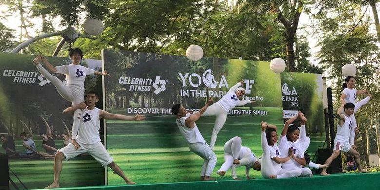 Celebrity Fitness & Fitness First berkolaborasi menyelenggarakan Yoga in The Park, Minggu (29/9/2019), di Gading Serpong, Tangerang Selatan.