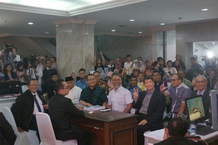 Tim hukum Badan Pemenangan Nasional Prabowo-Sandiaga mengajukan gugatan hasil pilpres kepada Mahkamah Konstitusi, Jumat (24/5/2019).