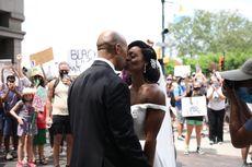 Pasangan Ini Rayakan Pernikahan Bersama Demonstran George Floyd