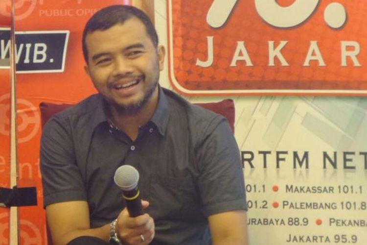 Koordinator Indonesian Corruption Watch Adnan Topan Husodo dalam sebuah diskusi di Jakarta, Sabtu (7/1/2017).