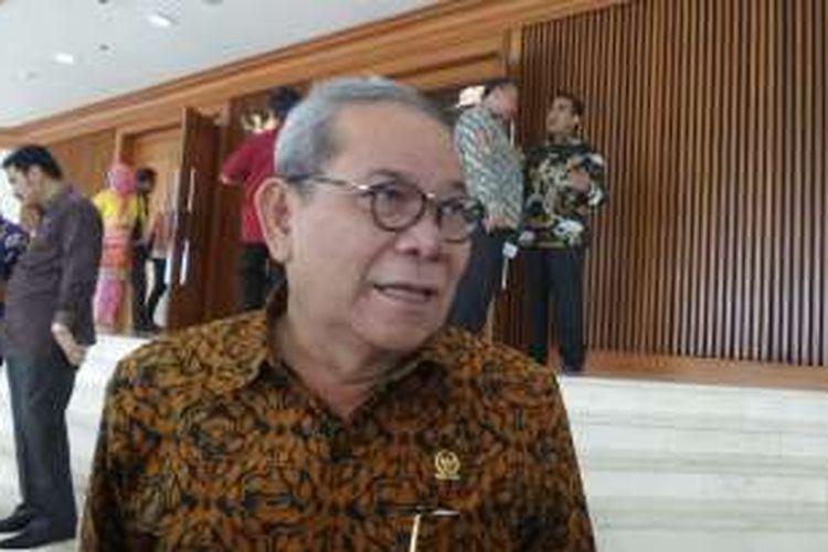Ketua Komisi II DPR Rambe Kamarul Zaman di Kompleks Parlemen, Senayan, Jakarta, Jumat (28/10/2016)