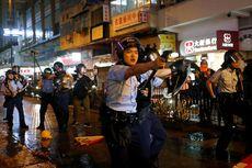 Demo Hong Kong: Polisi Todongkan Pistol ke Arah Demonstran