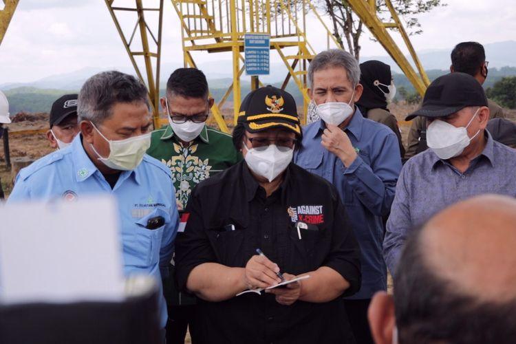 Rombongon Menteri Lingkungan Hidup dan Kehutanan (LHK) Siti Nurbaya saat mengunjungi lokasi ibu kota negara di Kecamatan Sepaku, Kabupaten Penajam Paser Utara (PPU), Kaltim, Sabtu (3/4/2021).