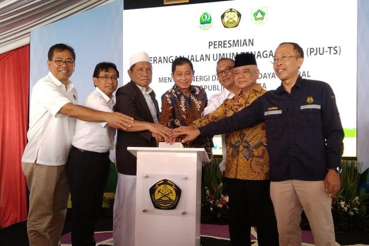Menteri ESDM Ignasius Jonan saat meresmikan 900 PJU-TS di Kabupaten Bogor, Rabu (20/3/2019)