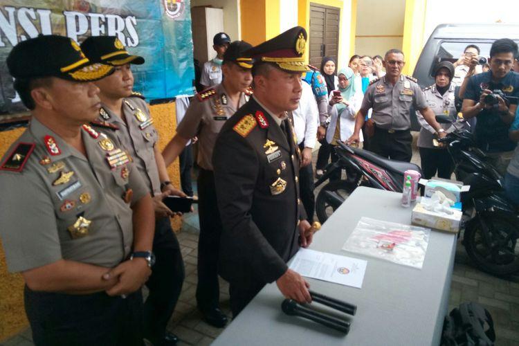 Kapolda Jabar, Irjen Agung Budi Maryoto tengah menjelaskan penangkapan pelaku begal yang telah menewaskan seorang mahasiswi di Bandung.