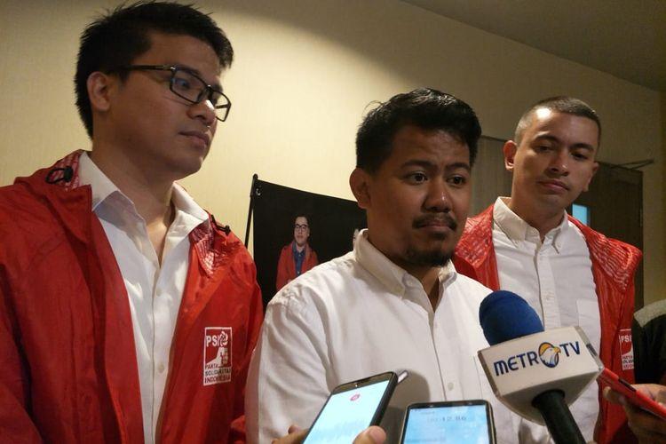 Anggota DPRD DKI terpilih dari PSI Idris Ahmad (tengah) di Hotel Novotel, Tamansari, Jakarta Barat, Minggu (25/8/2019)