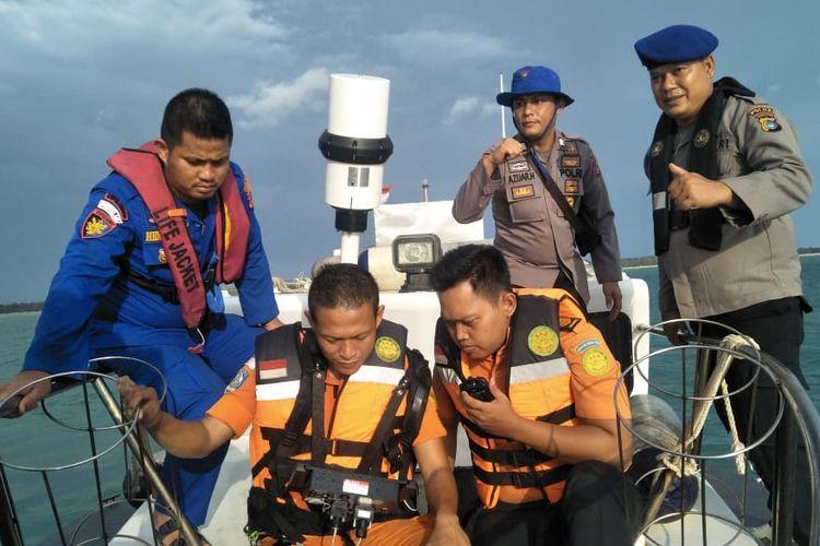Tim SAR gabungan saat menyisir lokasi sinyal tanda bahaya yang diduga dilintasi kapal kargo MV Cemtex Pioneer.