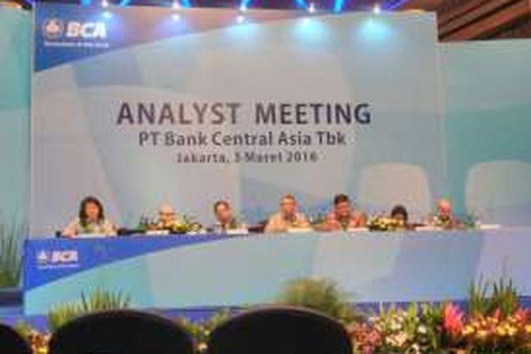 Paparan kinerja Bank Central Asia (BCA), Jakarta, Kamis (3/3/2016). Laba BCA sepanjang 2015 capai Rp 18 triliun, naik 9,3 persen dibandingkan 2014.