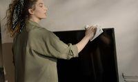 Ketahui, Ini Cara Tepat Membersihkan Layar TV yang Penuh Debu