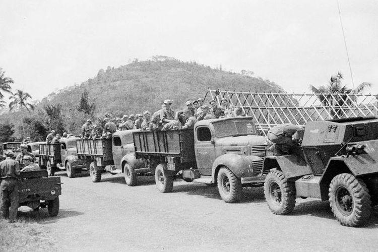 Iring-iringan tentara saat Agresi Militer Belanda I pada 1947.