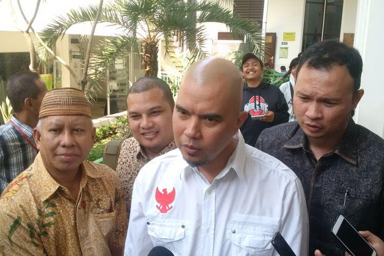Ahmad Dhani menjalani sidang kasus ujaran kebencian yang menjeratnya di Pengadilan Negeri Jakarta Selatan, Senin (8/10/2018).