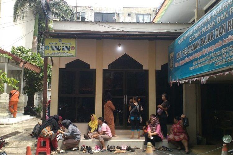PAUD Tunas Bina yang kini direlokasi sementara di masjid Al-Ikhlas, kantor Kecamatan Tamansari, Jakarta Barat pada Selasa (23/10/2018).