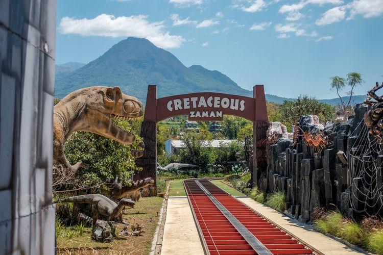 Di Jatim Park 3 ada Dino Park sebagai tempat belajar dan mengenal makhluk purbakala untuk si buah hati.